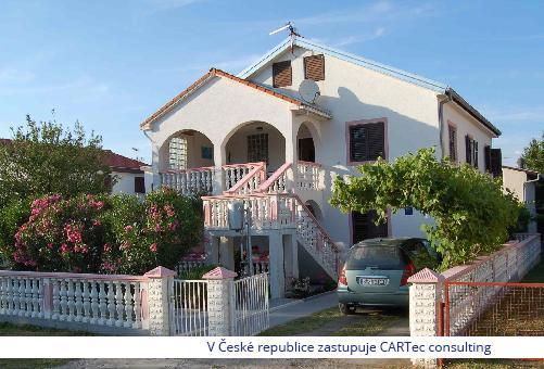 PRIVLAKA  / SABUNIKE - Prodej apartmánového domu (4 apartmány) se zahradou - 250 m od moře