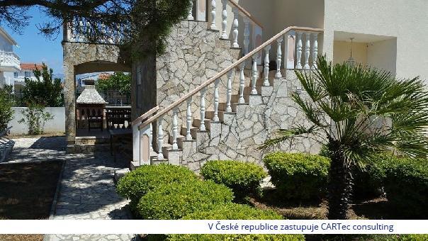 VRSI - Prodej domu se dvěma apartmány - 1500 m od moře