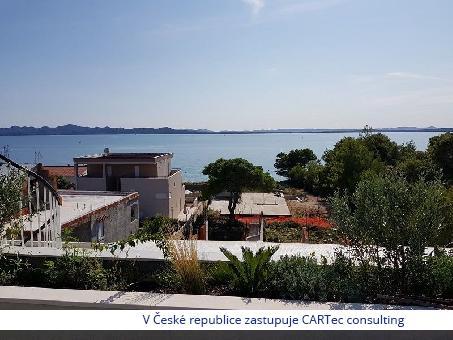 PETRČANE - Prodej vily s bazénem - 6 apartmánů - jen 100 m od moře!