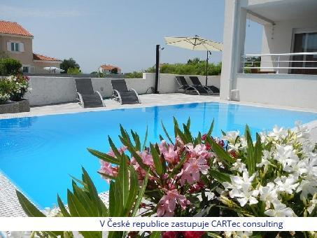 PRIVLAKA - Prodej rodinného domu s bazénem - 150m od moře