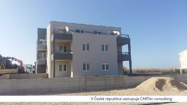 PRIVLAKA - Apartmán v přízemí novostavby - 1. řada a 20 m od moře