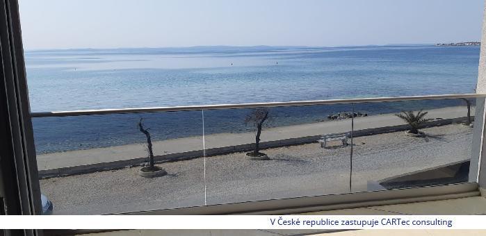 VIR - Prodej apartmánů v novostavbě moderního domu na pobřeží - 1. řada u moře