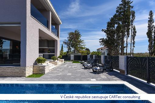 PRIVLAKA - Prodej kompletně zařízeného moderního domu s bazénem - 140 m od moře