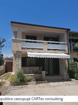 PRIVLAKA - Prodej dvojdomku s garáží - 400 m od moře