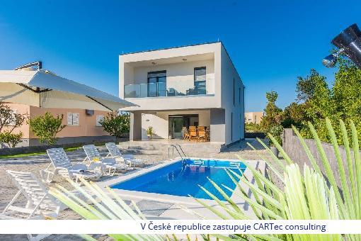 PRIVLAKA - Prodej moderní vily s bazénem - 150 m od moře